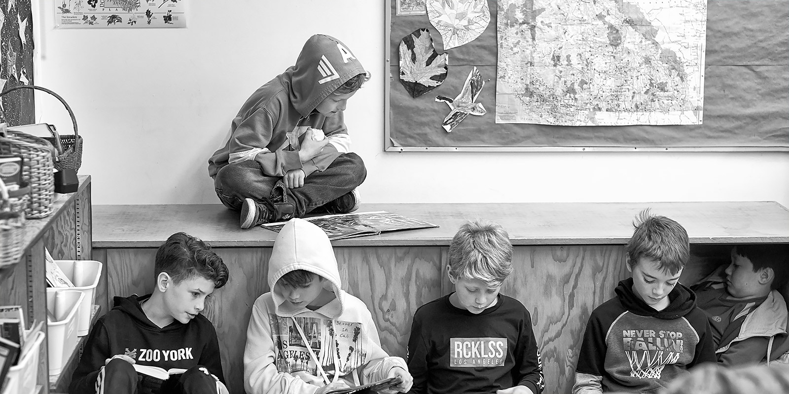 Readers at Fernwood Elementary School ©johncameron.ca